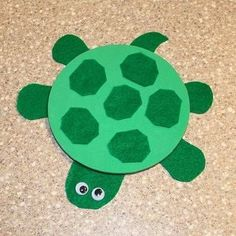 """Animaux """" La Famille tortue """" Concept Of Paper Plate Turtle Crafts for Preschoolers Insect Crafts, Cd Crafts, Ocean Crafts, Alphabet Crafts, Fish Crafts, Paper Plate Crafts, Crafts To Make, Crafts For Kids, Paper Plate Animals"""