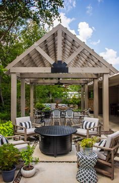 4 Gardens With Spectacular Pergolas and Shade Structures Outdoor Spaces, Outdoor Living, Outdoor Decor, Outdoor Ideas, Diy Water Feature, Outdoor Fireplace Designs, Rustic Kitchen Island, Shade Structure, Brick Patios