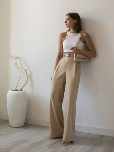 Wide Leg Trousers Outfit Casual, Beige Pants Outfit, Leather Pants Outfit, Wide Trousers, Trouser Outfits, Wide Leg Pants, Trouser Pants, Long Pants, Look Formal