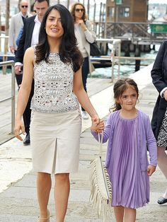 Salma Hayek and daughter Valentina make for a pretty pair as they attend a fashion event in Venice, Italy, on Wednesday, May Salma Hayek Style, Telenovela Teresa, Salma Hayek Pictures, Selma Hayek, Office Looks, Celebrity Style, Celebrity Kids, How To Look Pretty, Spring Summer Fashion