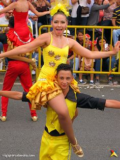 Comparsa de la Feria de Cali en el Desfile de Silleteros