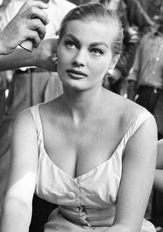 old hollywood. retro vintage, pin ups. classic film stars, beautiful babes and bombshells. Anita Ekberg, Julie Newmar, Ursula Andress, Divas, Classic Movie Stars, Classic Films, Classic Actresses, Marianne, Old Hollywood Stars