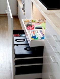 Containers with handles in deep drawers are ideal for waste sorting. - Home Decor -DIY - IKEA- Before After Kitchen Taps, Ikea Kitchen, Kitchen Furniture, Kitchen Storage, Bin Storage, Furniture Handles, Kitchen Ideas, Mansion Interior, Mansion Bedroom