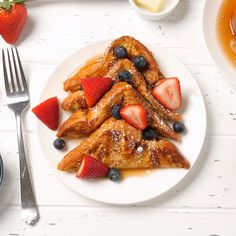 Mexican Dessert Recipes Discover Classic French Toast The BEST French Toast Recipe! It Is Easy To Make At Home And The Perfect Breakfast For Weekends Or Any Day! Serve This Light And Fluffy French Toast With Butter Maple Syrup And Powdered Sugar. Breakfast Dishes, Best Breakfast, Breakfast Casserole, Breakfast Toast, Light Breakfast Ideas, Romantic Breakfast, Breakfast Pictures, Awesome French Toast Recipe, Simple French Toast Recipe Without Vanilla