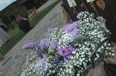 cubo con flores para boda, paniculata, flor lila, blanco, exterior