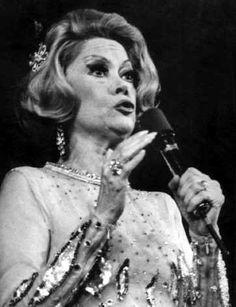 María Eugenia Luna (11 de junio de 1924, Buenos Aires, Argentina - 12 de enero de 2006, Buenos Aires, Argentina), más conocida como Jovita Luna, fue una cantante, vedette y actriz argentina.