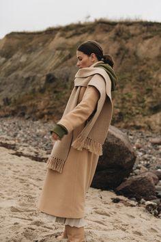 Die Modemarke ayen steht für tragbare Mode mit dem gewissen Etwas. Sie richtet sich an modeaffine Frauen, die Spaß und Interesse an schöner und alltagstauglicher Kleidung mit Liebe zum Detail haben. Unsere Kleidung ist Made in Europe und wird u.a. in Portugal für dich gefertigt. ayen wurde 2019 von Nina Schwichtenberg und Patrick Kahlo gegründet und versteht sich als eine nonseasonal Brand, welche unabhängig von klassischen Mode- und Jahreszeitenzyklen agiert. #ayenlabel Winter Looks, Winter Outfits, Autumn Style, Portugal, Autumn Fashion, Mood, Classic Fashion, Sustainable Fashion, Dressing Up
