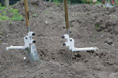 Kikka Digga is a universal retro fitting digging gadget attachment for all digging forks and spades, it was designed to make digging easy by attaching a pivoted footplate to help with insertion and leverage, therefore sparing the user from any physical strains. Digging is a hazard and a pain in