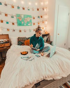 """26.1k Likes, 164 Comments - Hailey Marie (@dreaming_outloud) on Instagram: """"*when your mattress is so comfy, that it turns into your office* i can't say enough good…"""""""