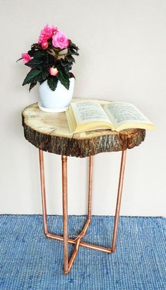 Stolik kawowy z drewna i miedzi