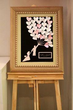Quadro de assinaturas e digitais para casamentos, além de um plus divertido na cerimônia, são excelentes objetos de decoração para casa nova do casal! Post em parceria com a Riscão Convites Finos.