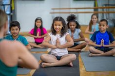 Two studies reveal benefits of mindfulness for middle school students. Focusing awareness on the present moment can enhance academic performance and lower stress levels. Mindfulness In Schools, Benefits Of Mindfulness, Mindfulness Training, Mindfulness Exercises, Behavioral Neuroscience, Mental Health Benefits, Brain Activities, Social Science, Going To The Gym