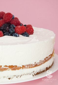 Low Carb Käse-Sahne-Torte mit Beeren - Powered by @ultimaterecipe