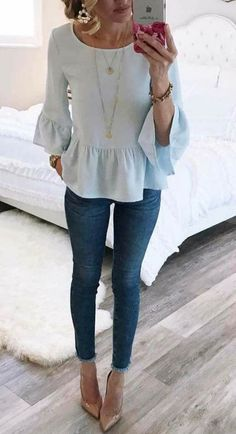 I love these high waisted frayed hem jeans. and the sleeves on this top Komplette Outfits, Spring Outfits, Casual Outfits, Fashion Outfits, Beauty And Fashion, Look Fashion, Street Fashion, Looks Style, Style Me