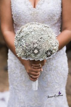 How pretty is this DIY brooch bouquet? Check out our 16 freshest bouquet to find the perfect flowers for your seasonal wedding! Beaded Bouquet, Wedding Brooch Bouquets, Diy Bouquet, Bride Bouquets, Button Bouquet, Floral Bouquets, Brooch Bouquet Tutorial, Silver Wedding Decorations, Wedding Crafts