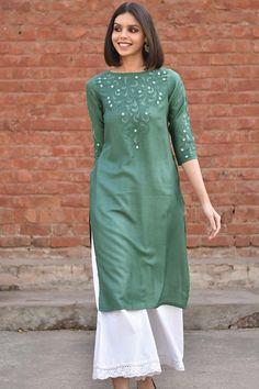 nice colour Salwar Designs, Kurta Designs Women, Blouse Designs, Kurti Embroidery Design, Embroidery Suits, Herb Embroidery, Indian Designer Outfits, Designer Dresses, Pakistani Dresses