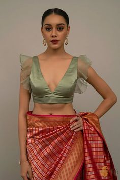 Netted Blouse Designs, Best Blouse Designs, Stylish Blouse Design, Indian Designer Outfits, Net Saree Blouse, Ethnic, Trendy Sarees, Saree Trends, Organza Saree