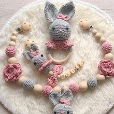 nadinelubatsch heeft een foto van zijn/haar aankoop toegevoegd Crochet Ball, Crochet Baby Boots, Bead Crochet, Crochet Gifts, Crochet Toys, Baby Gift Hampers, Montessori Baby Toys, Diy Accessoires, Newborn Toys