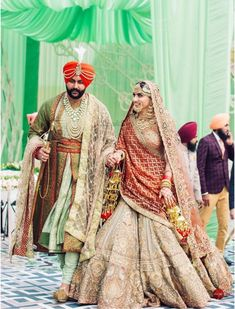 This groom's blush pink heavily embellished dupatta in a checkered pattern over a pistachio green angrakha is one of the latest stole designs for grooms. Sikh Wedding Dress, Punjabi Wedding Suit, Wedding Lehnga, Wedding Suits, Bridal Dresses, Wedding Shoot, Punjabi Wedding Couple, Indian Bridal Outfits, Indian Bridal Lehenga