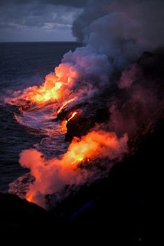 Lava flow from a volcano in Hawaii. Photo by MGMoscatello. Volcano National Park, National Parks, Kauai, Volcan Eruption, Dame Nature, Lava Flow, Tornados, Natural Phenomena, Big Island