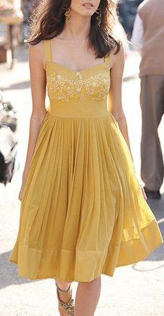 Not usually a fan of yellow, but I would totally wear this.