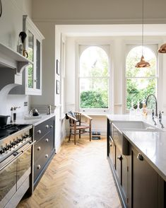 The Crystal Palace Kitchen by deVOL: Kitchen units by deVOL Kitchens. The Crystal Pala Family Kitchen, Kitchen Living, New Kitchen, Kitchen Decor, Kitchen Ideas, Spanish Kitchen, Kitchen Planning, Kitchen Layouts, Brass Kitchen