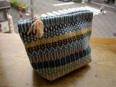 ローゼンゴン Woven Rug, Woven Fabric, Cute Bags, Knitted Bags, Rug Weaves, Loom, Straw Bag, Purses And Bags, Hand Weaving