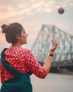 Check Them For Irresistible Saree & Blouse Color Combinations Baby Girl Photography, Girl Photography Poses, Girl Photo Poses, Girl Poses, Best Poses For Men, Saree Color Combinations, Saree Blouse, Sari, Saree Poses