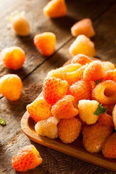Raw Organic Orange Sunshine Raspberries Ready to Eat Fruit And Veg, Fruits And Veggies, Fresh Fruit, Acerola, Fruit Photography, Beautiful Fruits, Think Food, Weird Food, Exotic Fruit