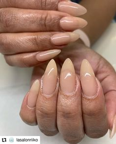 Elegant Nails, Classy Nails, Trendy Nails, Almond Acrylic Nails, Almond Shape Nails, Almond Nails French, Beige Nails, Rose Nails, Clear Nails