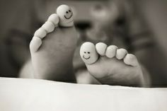 smiley toes - This is pen ink on childrens' feet, but it's a cute idea for a tat. Toe Tattoos, Tatoos, Funny Tattoos, Smile Face Tattoo, Instagram Inspiration, Tattoo Inspiration, Accessoires Photo, Photos Originales, Heart Face