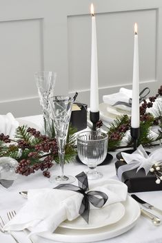 Classic White Linen Napkins are a Christmas table essential, tie with coloured ribbon or string for a festive tablescape Christmas Table Linen, Christmas Napkins, Christmas Table Settings, White Christmas, Linen Tablecloth, Linen Napkins, Table Linens, White Napkins, Table Centers
