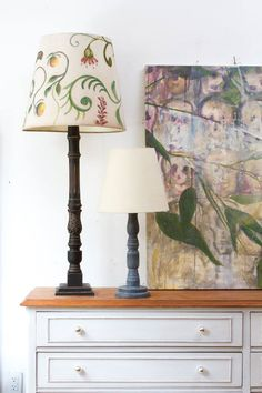 Lampara pintada a mano con ramas y con flores de madera - Lamparas de madera para pintar ...