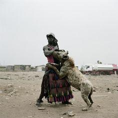 Hombre-hiena entrenando.