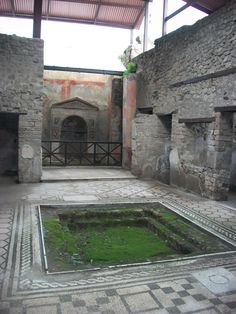 House of the Wounded Bear. Ancient Pompeii, Pompeii And Herculaneum, Ancient Ruins, Roman Architecture, Ancient Architecture, Pompeii Pictures, Ancient Roman Houses, Pompeii Italy, Empire Romain