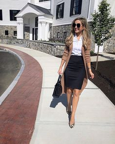 bank teller outfit Shop this pic from Treating The Streets Like A Runway Sunday Church Outfits, Modest Church Outfits, Church Outfit Fall, Business Professional Outfits, Business Casual Outfits, Sweatpants Outfit, Bank Teller Outfit, Outfit Primavera, Trajes Business Casual