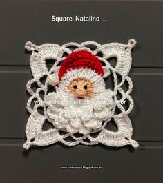 Santa motif- I don't crochet but if I did, this would be cute! Crochet Motifs, Crochet Blocks, Crochet Squares, Crochet Stitches, Knit Crochet, Afghan Crochet, Granny Squares, Crochet Santa, Crochet Granny