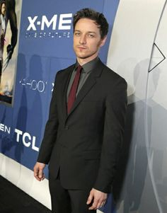 James McAvoy (Charles Xavier joven) X Men, Avant Premiere, Charles Xavier, James Mcavoy, Rock And Roll, Suit Jacket, Singer, Actors, Celebrities