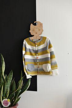 Trio neuletakki lapselle ylhäältä alas, ohje – Mehukekkerit Knitting, Sewing, Dressmaking, Tricot, Couture, Breien, Stitching, Knitting And Crocheting, Crochet
