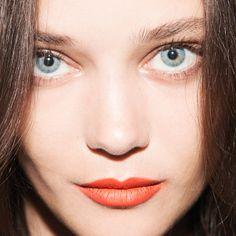 Orange makeup that has nothing to do with Halloween Liquid Suede Cream Lipstick, Orange Lipstick, Orange Makeup, Purple Makeup, Purple Eyeshadow, Makeup Trends, Makeup Inspo, Beauty Makeup, Hair Beauty