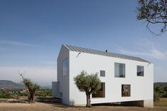 http://divisare.com/projects/301969-jose-campos-joao-mendes-ribeiro-fonte-boa-house