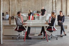 In such hotbeds of interaction, kinetic furniture forms and a vibrant use of color capture the lively spirit and nomadic workstyle of tech, media and other creative workers.