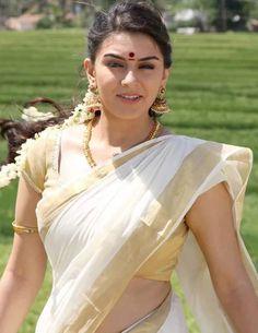 Photo Beautiful Girl Indian, Beautiful Saree, Beautiful Indian Actress, Dru Hill, Indian Beauty Saree, Indian Sarees, Kerala Saree, Lovely Girl Image, Beauty Treats