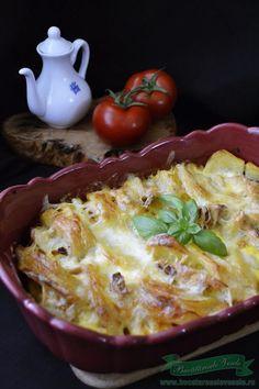 Cartofi cu cascaval si piept de pui Hungarian Recipes, Italian Recipes, Romanian Recipes, European Dishes, Good Food, Yummy Food, Romanian Food, Desert Recipes, Quick Easy Meals