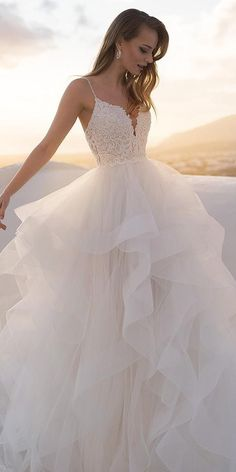 Plain Wedding Dress, Pretty Wedding Dresses, Cute Prom Dresses, Wedding Dress Trends, Princess Wedding Dresses, Ball Dresses, Bridal Dresses, Wedding Ideas, Wedding Decorations