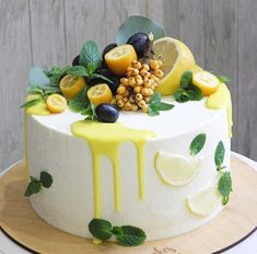 Fruit cake - fresh fruit with cream makes the fruit cake delicious and beautiful, everyone likes it - Page 32 of 37 - Hochzeit - Dessert Fruit Cupcakes, Cupcake Cakes, Cake Fondant, Cake Recipes, Dessert Recipes, Beautiful Birthday Cakes, Blueberry Cake, Drip Cakes, Savoury Cake