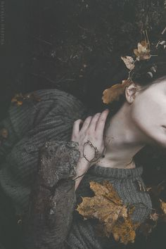 You lost too soon and I was only Smaylor Moon — stopefy: Harry Potter S p e l l s (¾) . Fall Inspiration, Character Inspiration, Dark Photography, Portrait Photography, Mysterious Photography, Dramatic Photography, Woman Photography, Fuerza Natural, Deep Books
