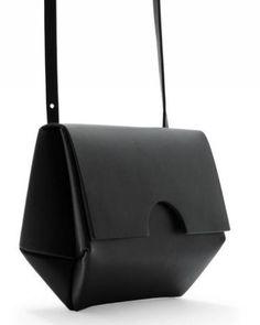 Small constructed bag COS vu dans la presse à retrouver sur Selectionnist.com