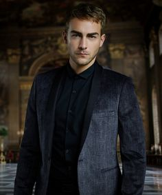 Tom Austen discusses his bad boy role of Jasper Frost on the scandalous E! network series, the Royals, which comes back for its second season this month.