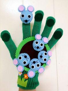 Títeres, guantes y marionetas de mano y dedos para niños Puppet Crafts, Felt Crafts, Diy And Crafts, Crafts For Kids, Glove Puppets, Felt Finger Puppets, Finger Puppet Patterns, Wooden Board Games, Circle Time